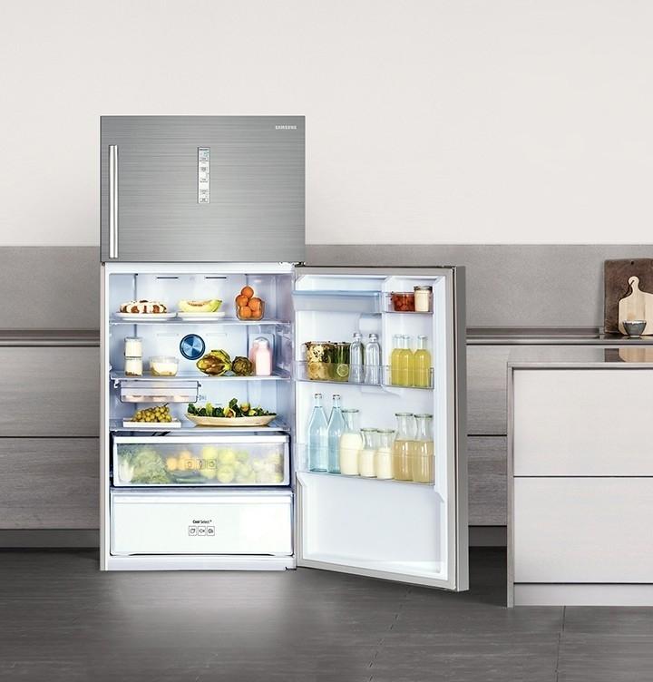 Réfrigérateur Samsung avec compartiment congélateur en haut