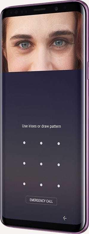 Galaxy S9 + avec photo de la personne et interface utilisateur de l'iris scan à l'écran