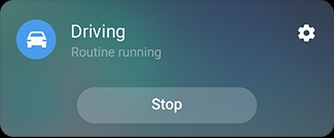 Photo simulée de l'interface des routines Bixby pour la routine de conduite.  Les actions activées sont activées, avec l'activation de la voix, la lecture de Samsung Music et l'orientation de l'écran à rotation automatique choisie.