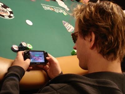 Image result for des jeune qui jouent la psp